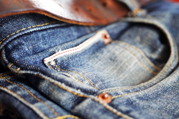 HOW TO WEAR JEANS TO THE OFFICE
